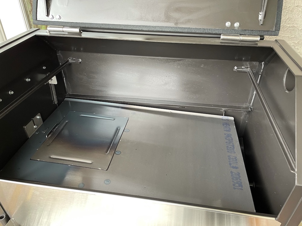 Two-Piece Heat Diffuser with Access Door in Yoder cooking chamber