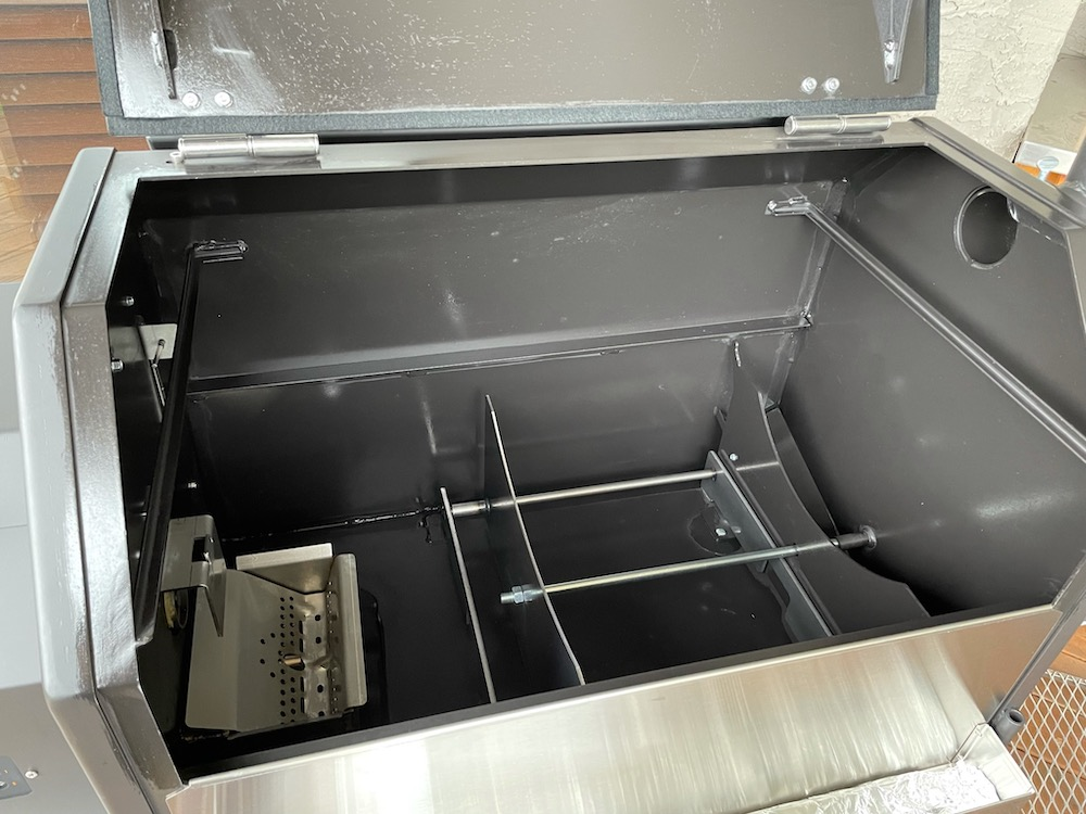 Yoder Smoker S640S Cooking Chamber